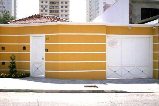 muro cor amarela