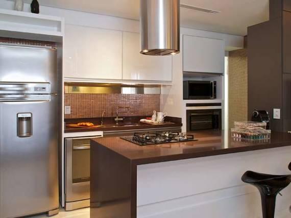 Fotos de cozinhas branca e marrom americana moderna