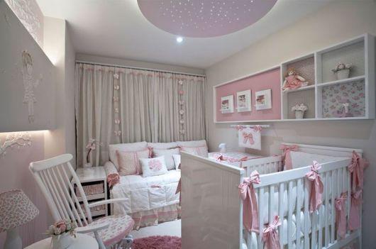 nichos no quarto de bebê