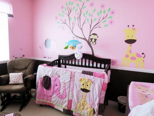 quarto rosa e marrom