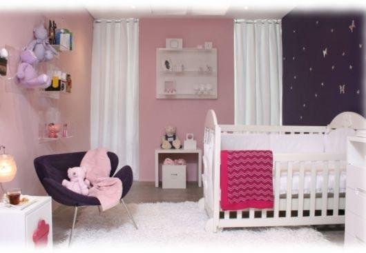quarto rosa e roxo