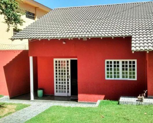 cor vermelha casa