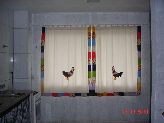 cozinha simples com cortina