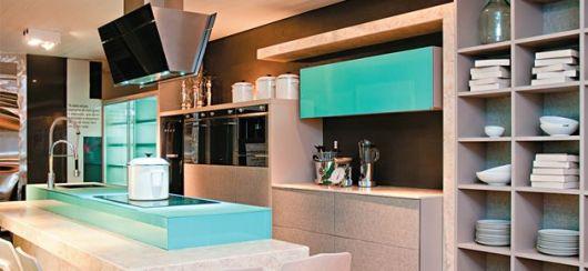 cozinha com parede marrom