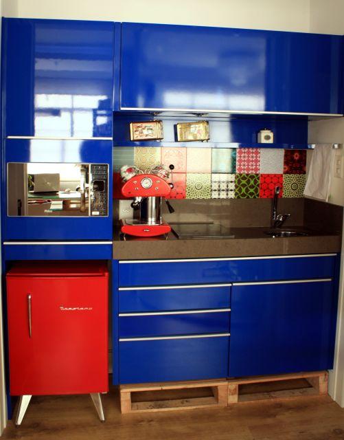 armário azul cozinha