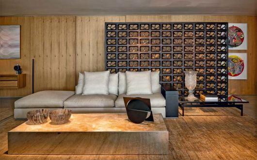 sala com sofá