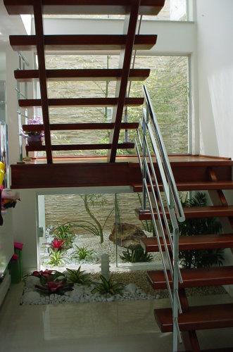 escada jardim madeira : escada jardim madeira:JARDIM EMBAIXO DA ESCADA: Como Fazer, Fotos e Dicas