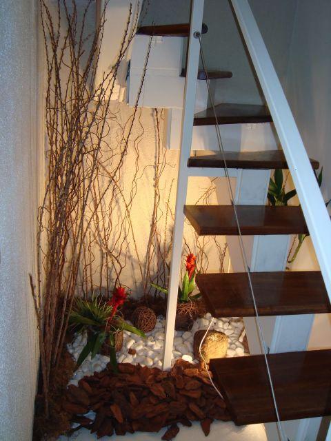escada jardim embaixo:modelo com flores é lindo, mas sem sol é difícil de manter. Por