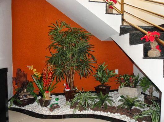 decoração simples embaixo da escada