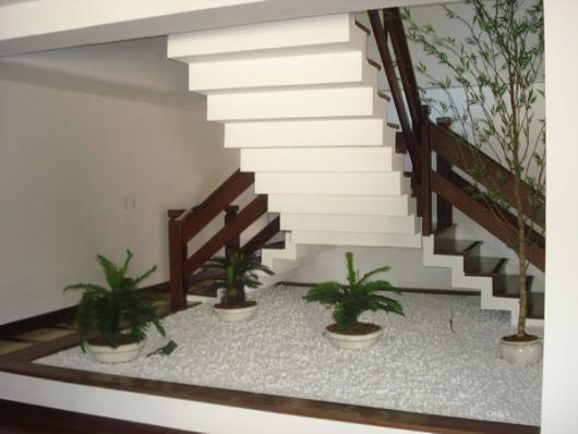 escada jardim embaixo:Agora que você já viu como fazer um jardim embaixo da escada, pode