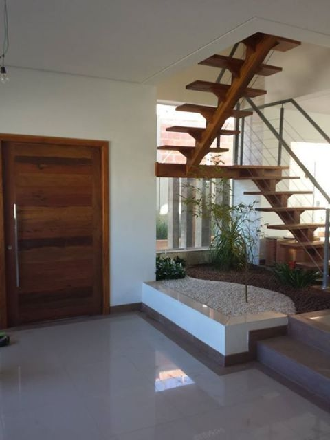 escada jardim embaixo:modelo da escada em U, utiliza mais espaço e por isso o vão acaba