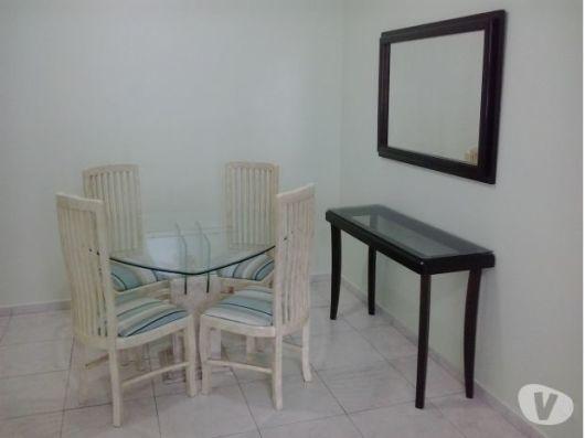 mesa pequena e moderna
