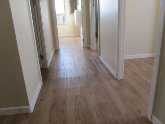 piso de madeira com rodapé