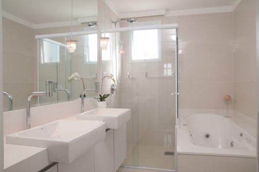 BANHEIRO BRANCO 40 fotos e ideias! -> Banheiro Pequeno Com Banheira Redonda