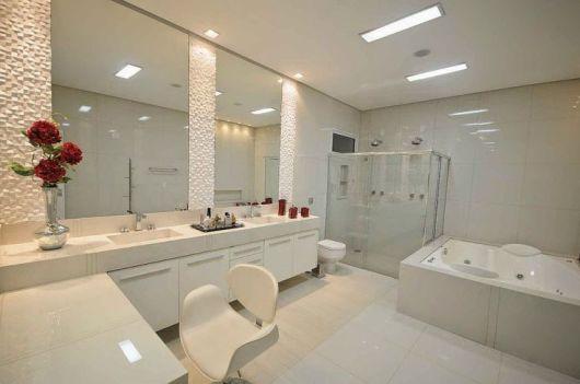 banheiro com pentedeadeira