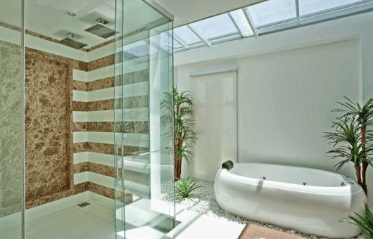 Banheiros com Banheiras 50 fotos e projetos maravilhosos! -> Banheiro Pequeno Com Jardim De Inverno