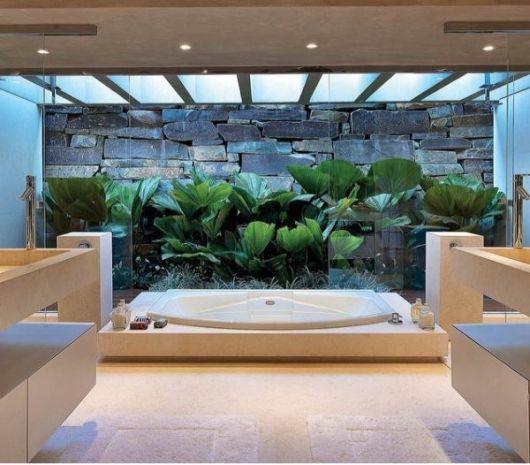 Banheiros com banheiras 50 fotos e projetos maravilhosos for Jardines redondos pequenos
