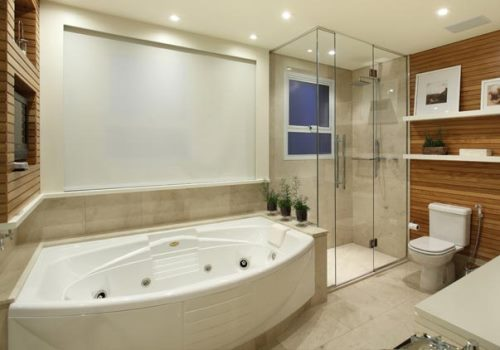 Banheiros com Banheiras 50 fotos e projetos maravilhosos! -> Acabamento De Banheiro Com Banheira