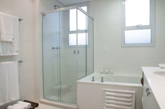Banheiros com Banheiras 50 fotos e projetos maravilhosos! -> Banheiro Pequeno Com Banheira De Canto