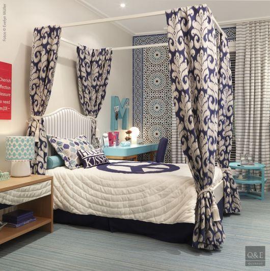 quarto azul e branco