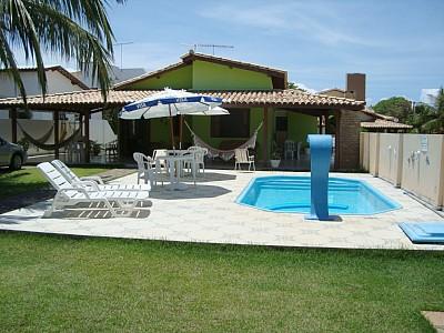 50 casas com piscina projetos dicas e fotos for Casa con piscina para alquilar por dia