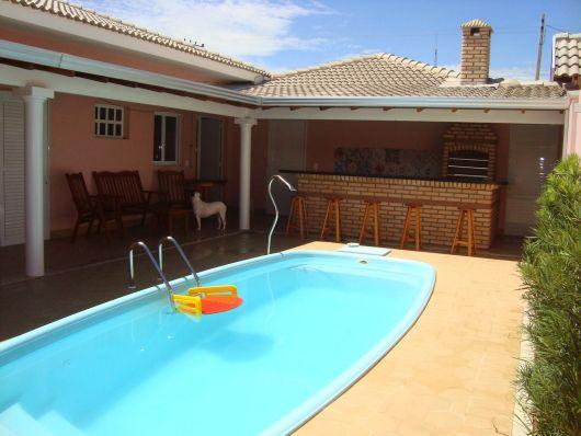 50 casas com piscina projetos dicas e fotos for Piscinas grandes baratas