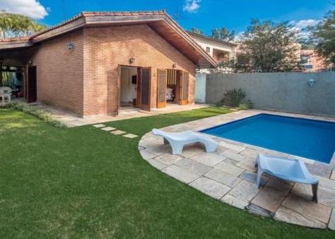 50 casas com piscina projetos dicas e fotos for Modelos piscinas pequenas para casas