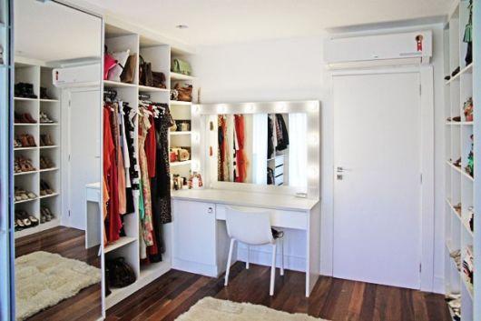 Resultado de imagem para closet com penteadeira em pequeno espaço