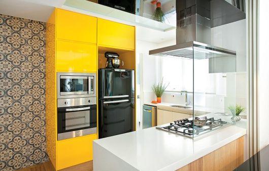 armário amarelo