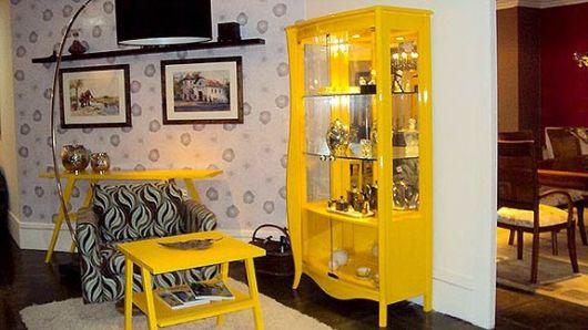 móvel amarelo
