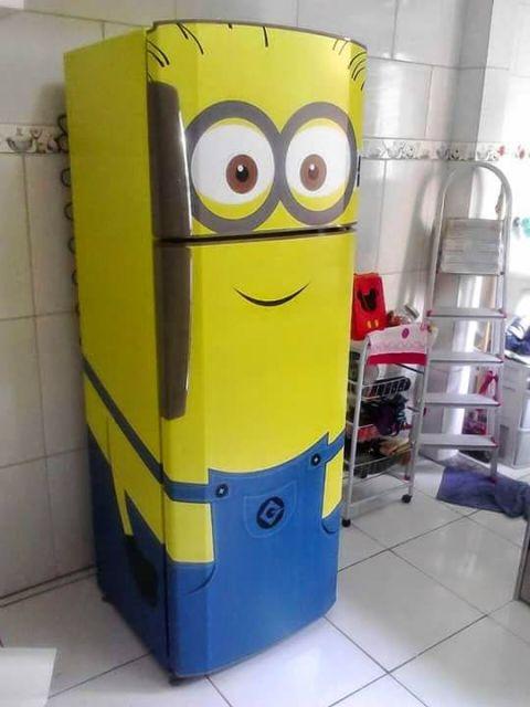 cozinha com geladeira minions