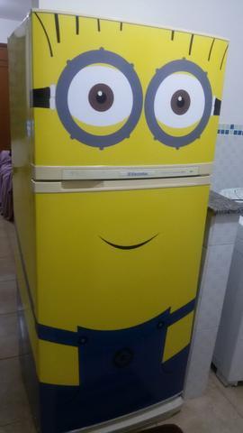 geladeira com adesivo