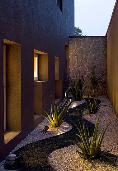 Modelos de jardins 50 inspira es para a rea externa for Casa holandesa moderna