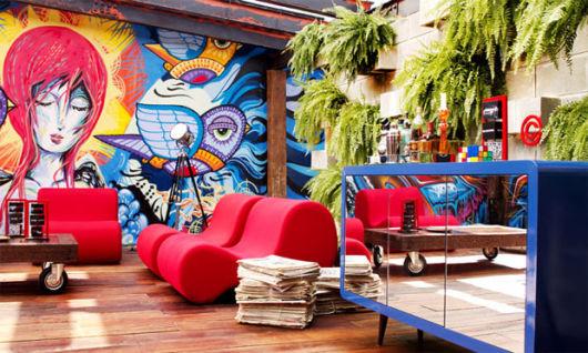 decoração com parede grafitada