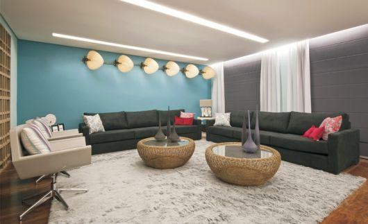 Sala De Estar Com Uma Parede Azul ~ Fotos de sala cinza com toque de cor