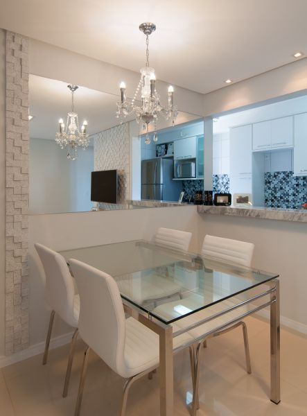 Lustre Para Sala Pequena De Jantar ~  na parede que aumenta a luminosidade e amplia a sala de jantar