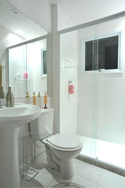 BANHEIRO SIMPLES 45 Dicas, Acabamentos e como Decorar! -> Banheiro Pequeno Simples Branco