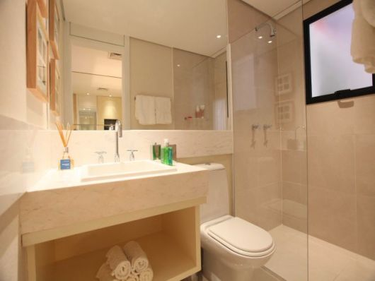 BANHEIRO SIMPLES 45 Dicas, Acabamentos e como Decorar! -> Banheiro Pequeno Cor Clara