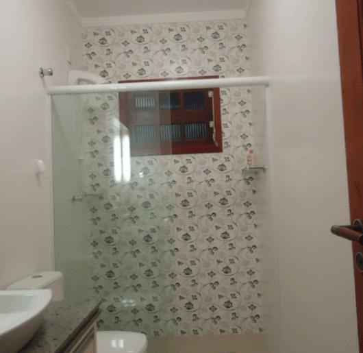 BANHEIRO SIMPLES tipos de acabamentos e como decorar! -> Banheiros Simples Pintados
