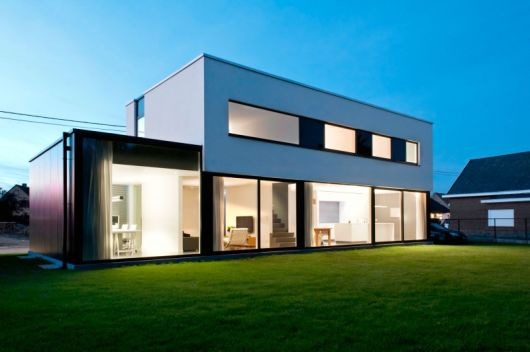 casa de alvenaria com vidro