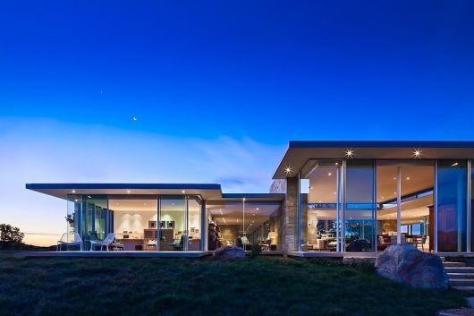 casa de pedra e vidro