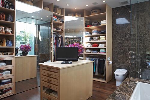 banheiro com mármore marrom