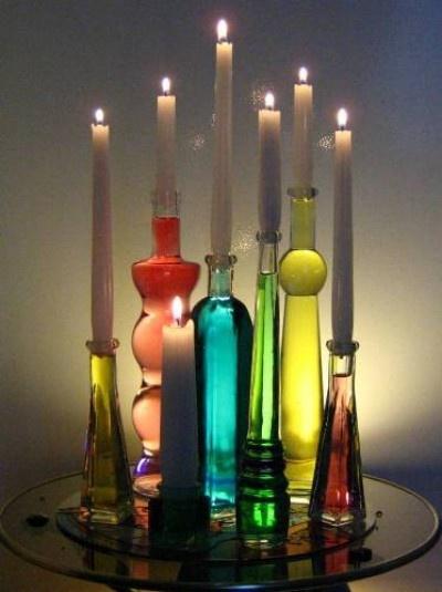 decoração garrafas coloridas