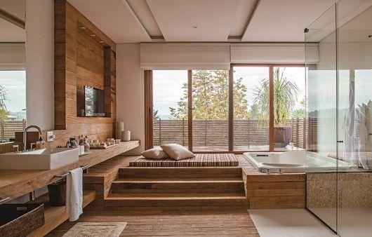 Decora o em madeira onde e como usar for Modelos de jacuzzi para interiores