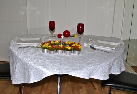 mesa simples e romântica