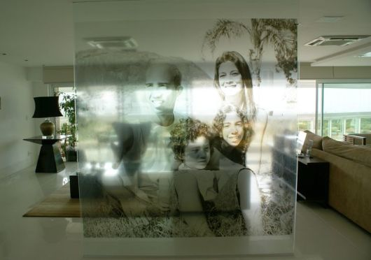 foto de família estampada em divisória de vidro
