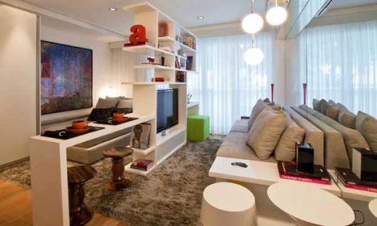 sala pequena decorada com tapete felpudo