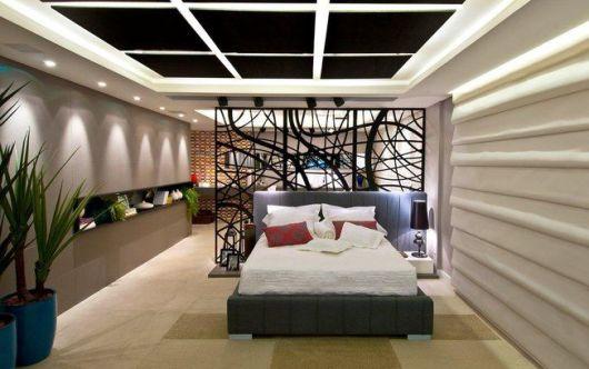 quarto de casal com divisória de ambientes moderna