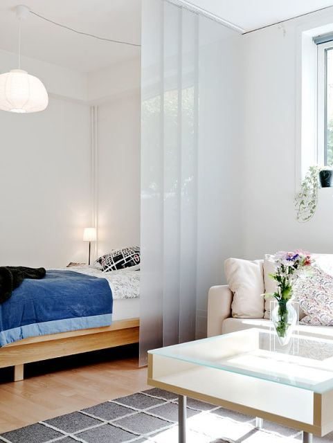 kitnet decorada com divisória de vidro