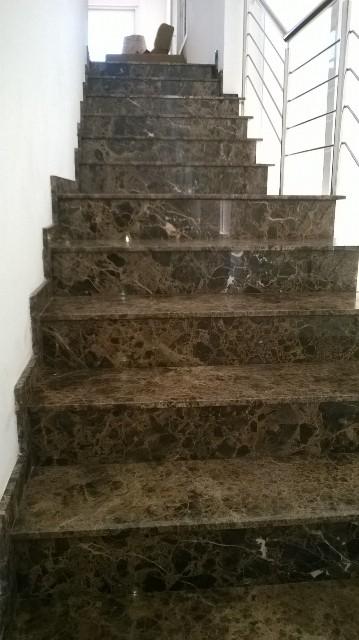 escada marrom